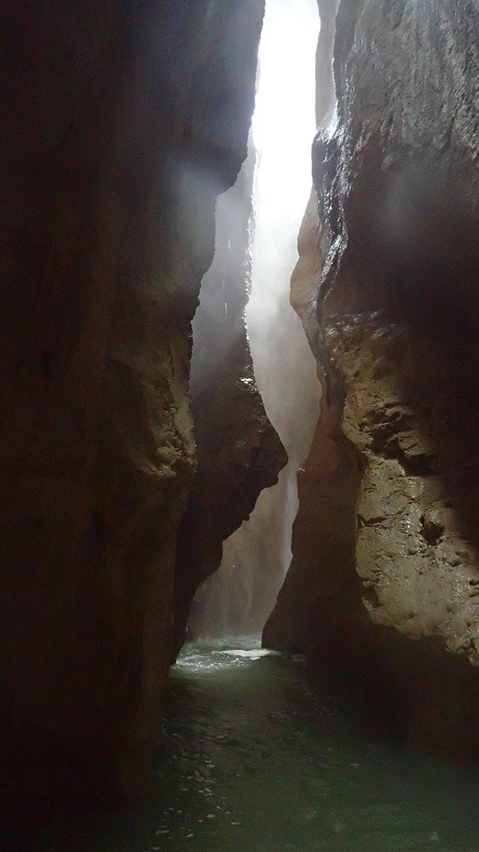 la gorge étroite du canyon de l'Infernet à Grenoble