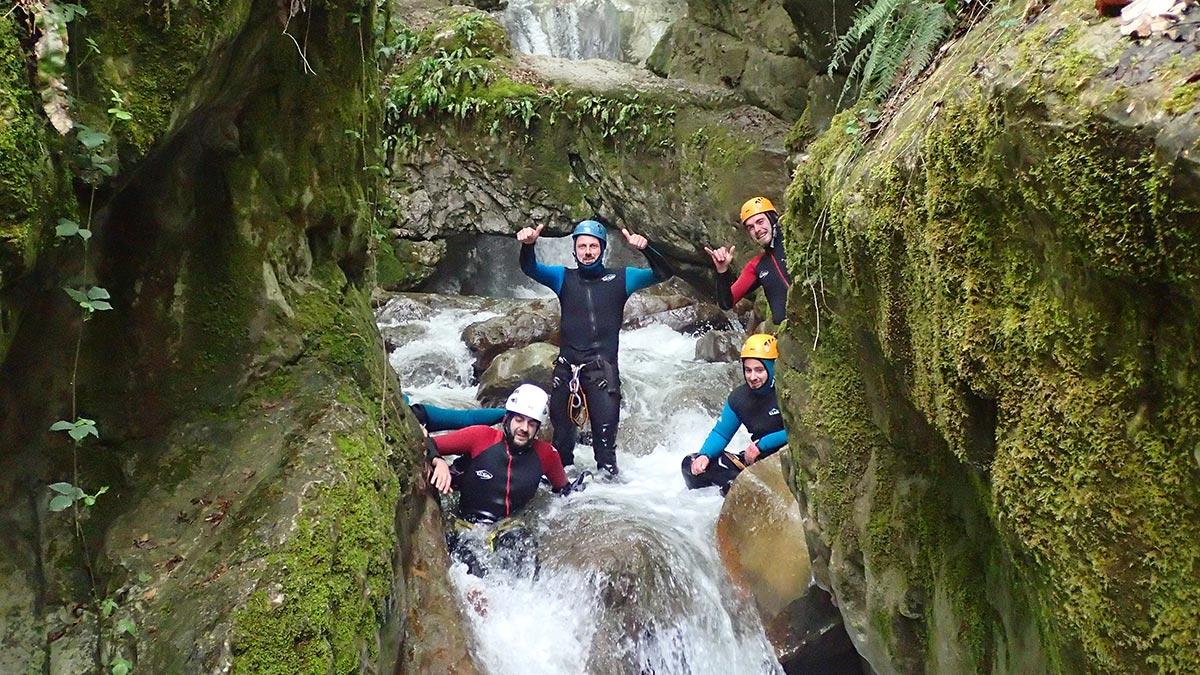 groupe en canyoning, canyon de Ternèze proche de Chambéry