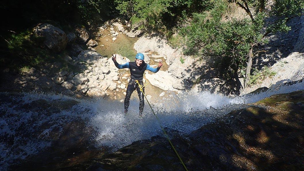 rappel de 30m dans ce canyon des Ecouges en isère