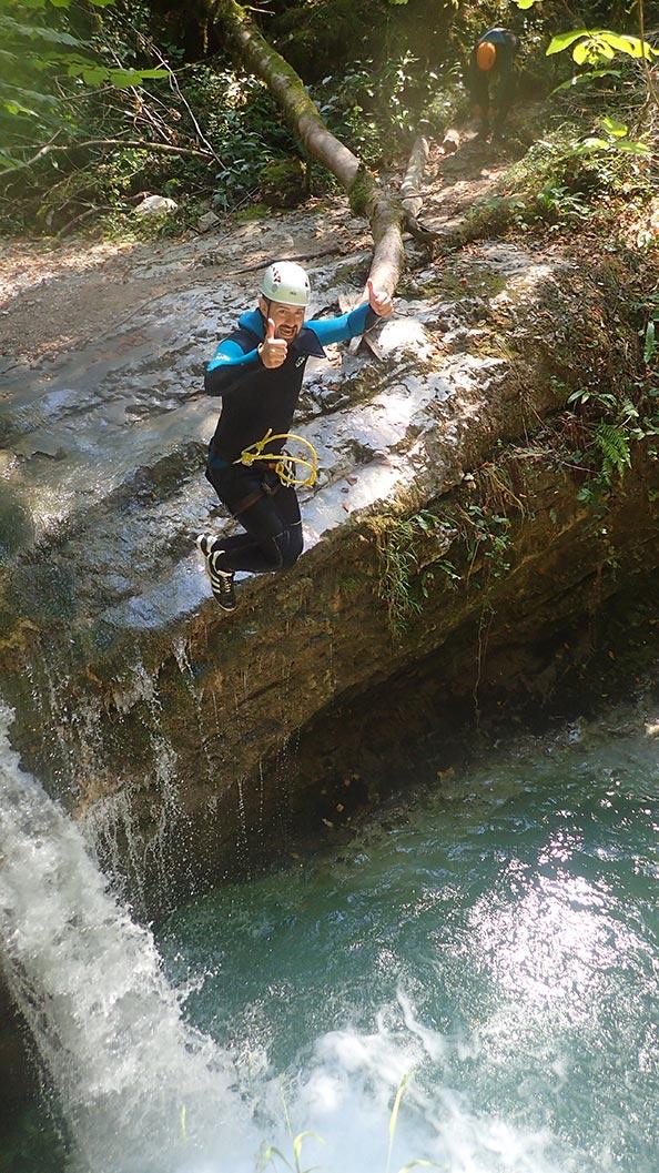 des petits sauts dans le canyon des Ecouges
