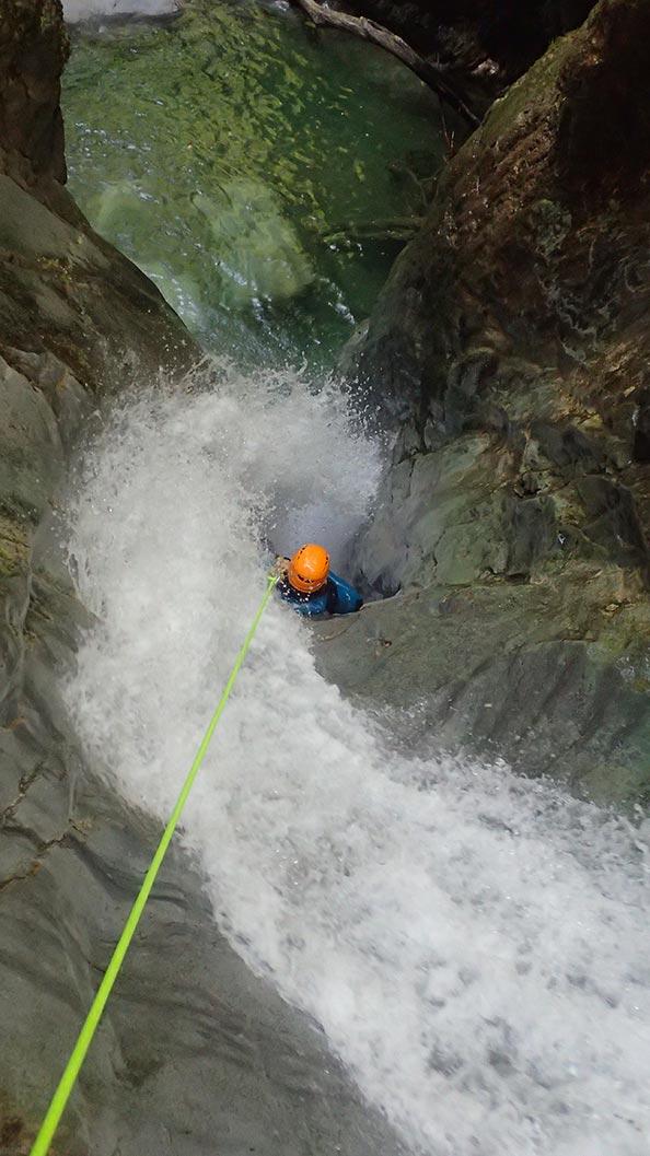 rappel de la vrille, l'incontournable canyoning du vercors