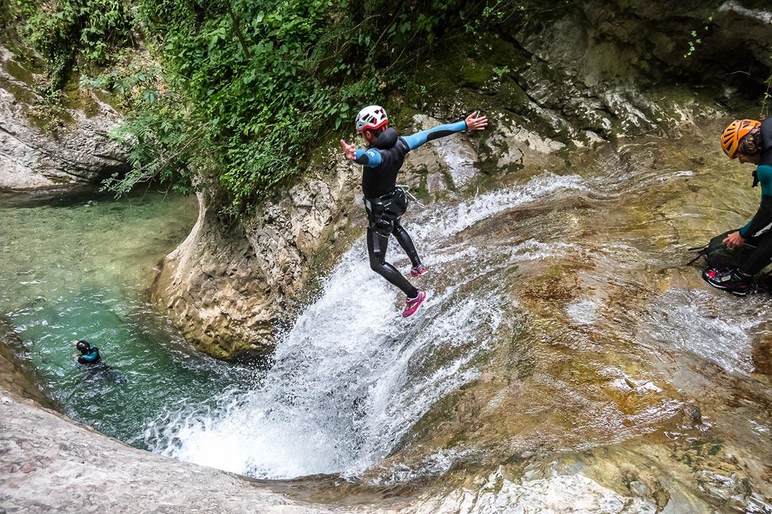 premier saut dans ce canyon des Ecouges