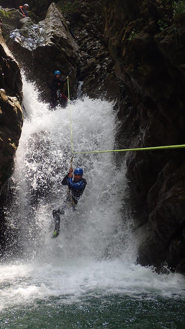 tyrolienne en canyon près de lyon