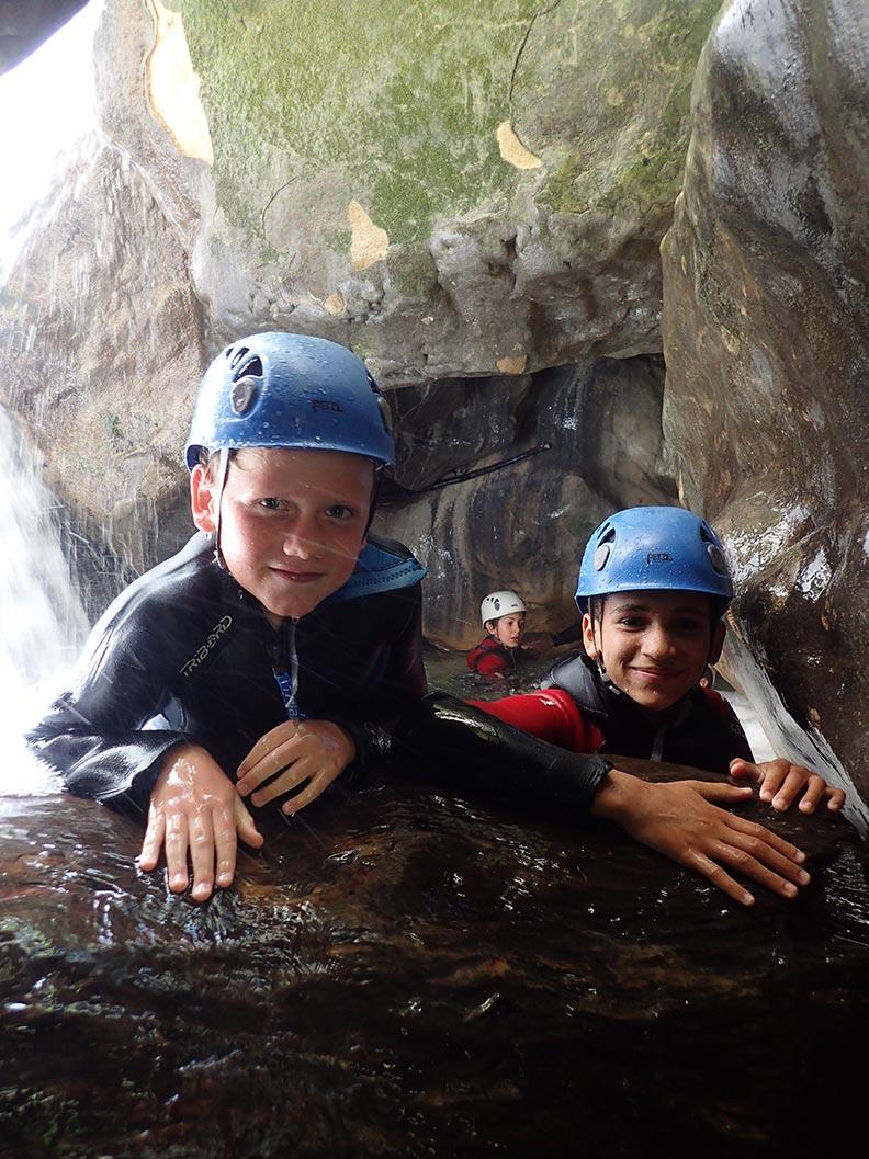 des enfanst en canyoning à Grenoble en Isère