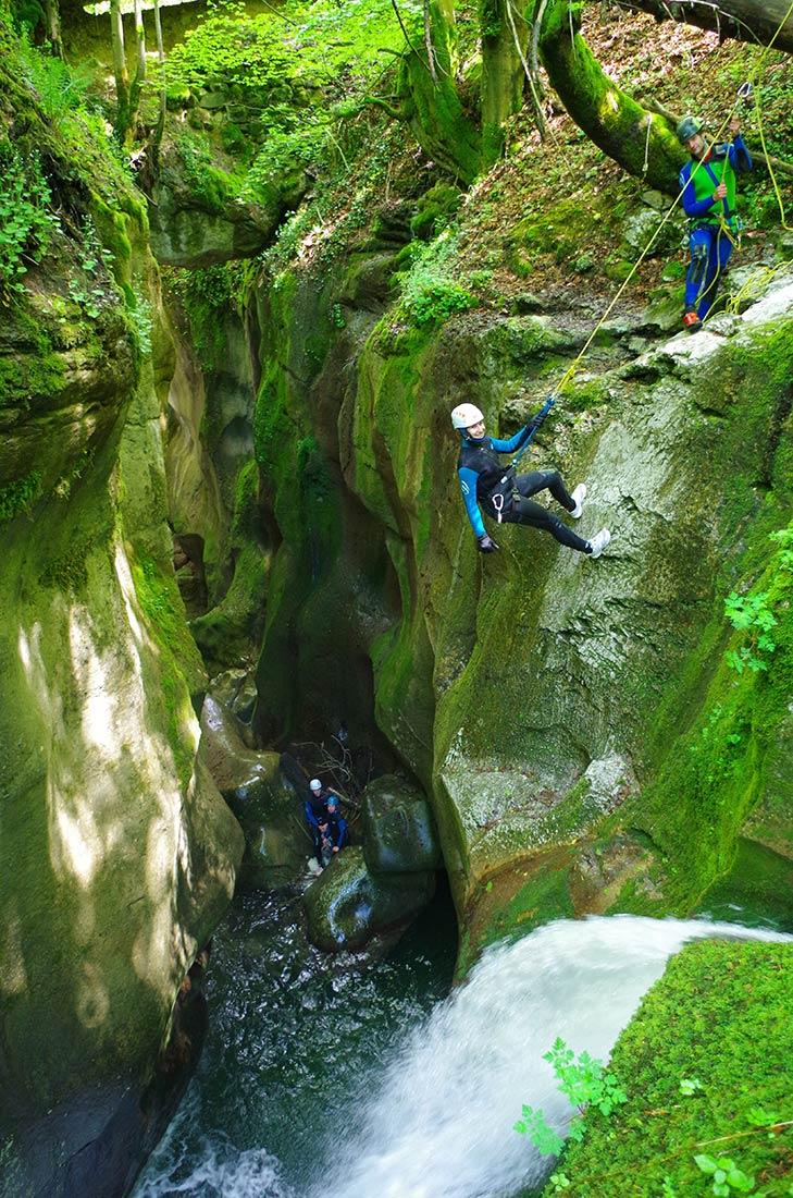 première descente en rappel en isère, ici dans le canyon du Furon