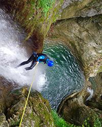 rappel tobbogan dans le canyon du versoud, massif du Vercors