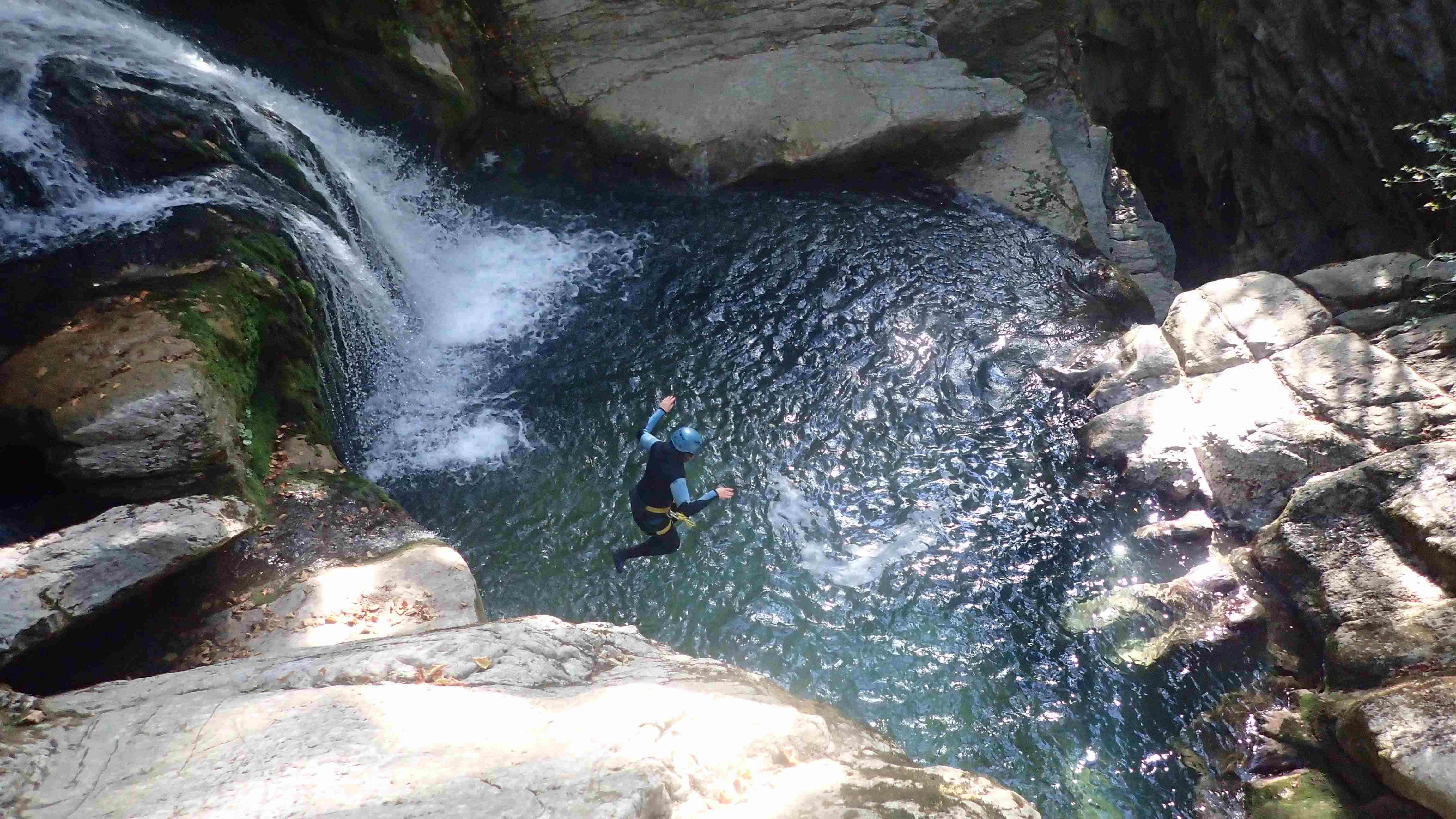 saut dans le canyon du Furon bas