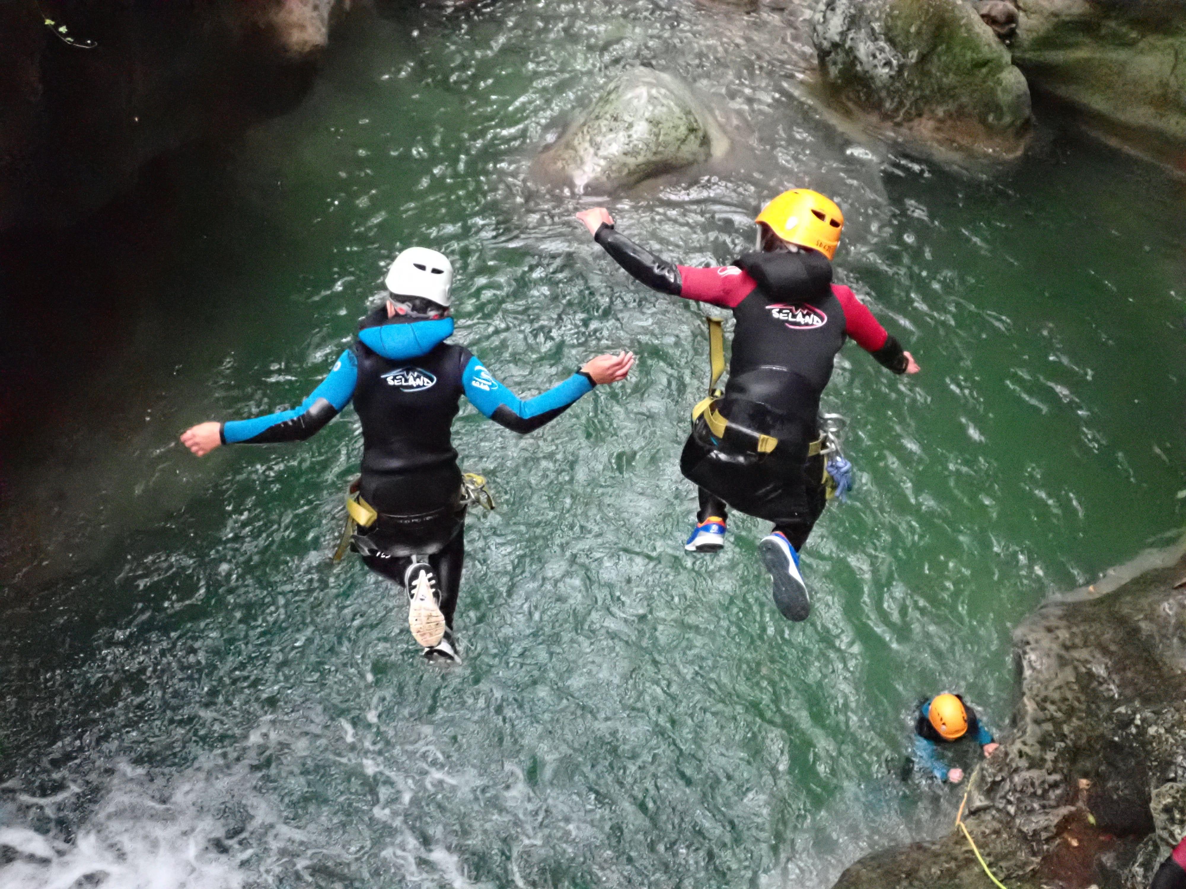 saut de la piscine dans le canyon du Furon proche de Grenoble