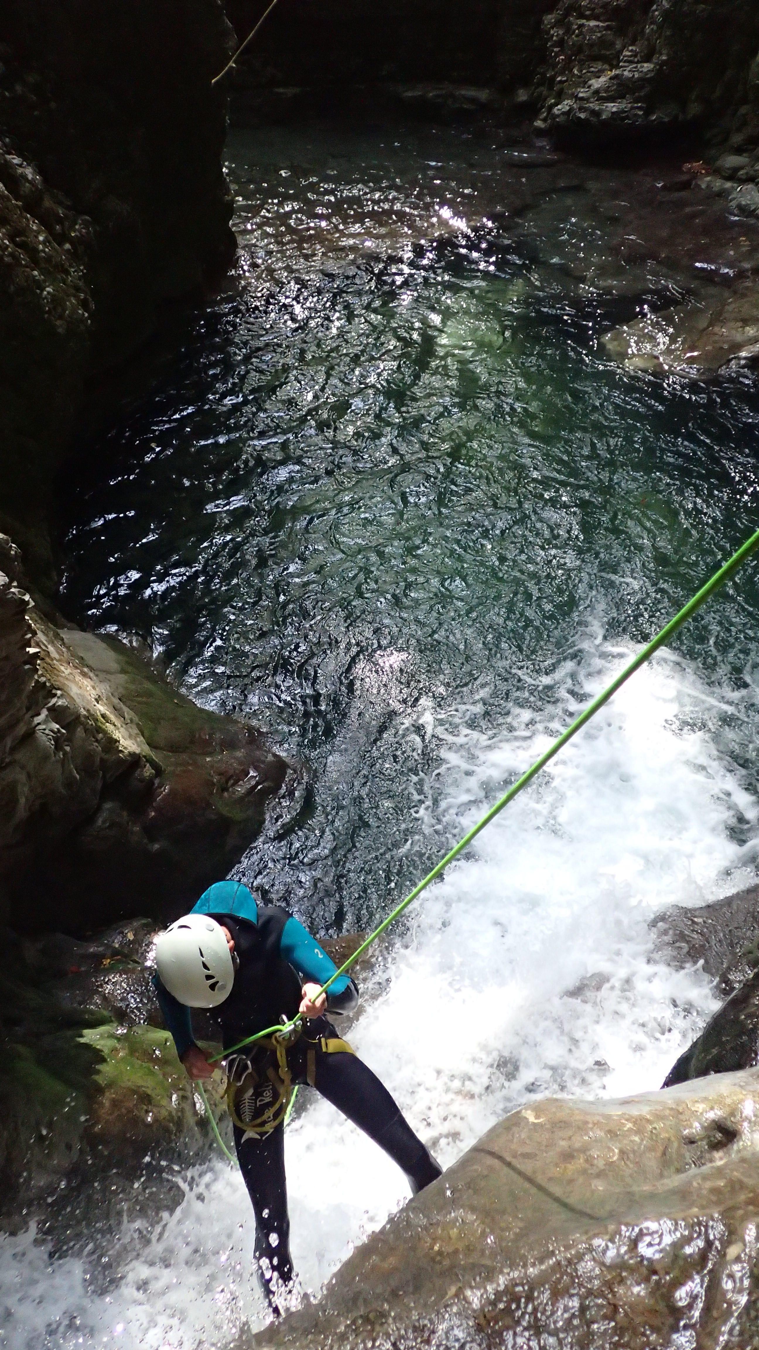 rappel d'entrée dans le canyoning du Furon partie basse dans le vercors